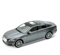 Auto 1:24 Welly JAGUAR XJ 2010 šedý
